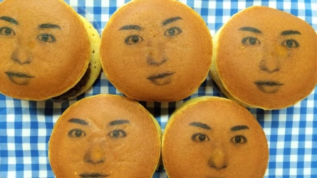 Japan's sweet/terrifying face cakes are here as we order a batch of Kao Dorayaki【Photos】