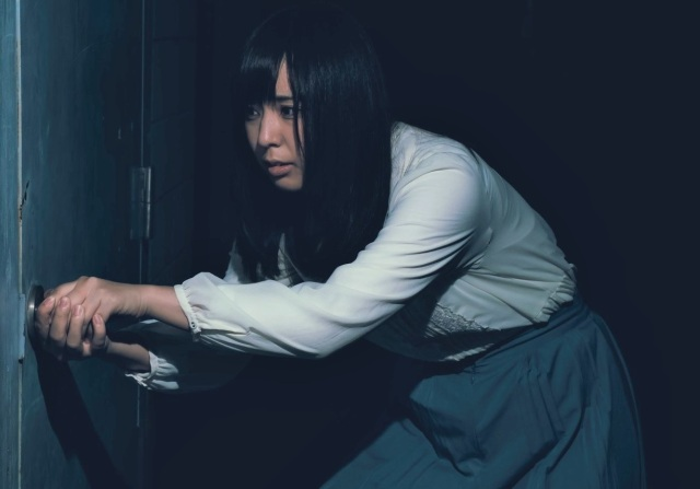 How to escape when you're trapped in a bathroom with a broken door【Video】