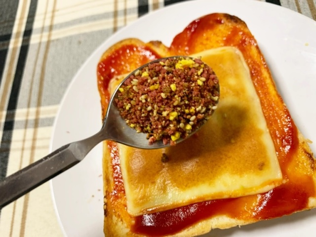 Ultimate bachelor chow recipe: Cheeseburger-style furikake toast【SoraKitchen】
