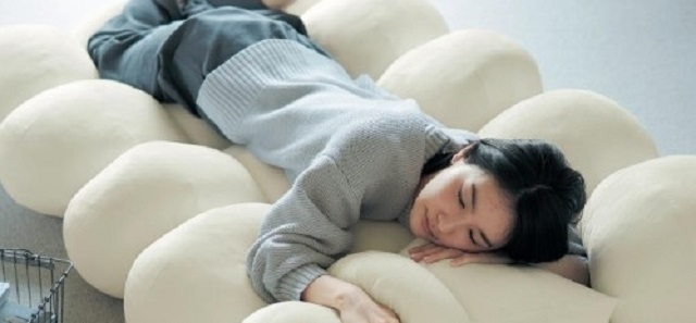 Lazy stay-home innovation from Japan: the addictive cloud nap mat