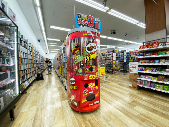 We track down rare Ramen Pringles, sold only at special vending machines in Japan