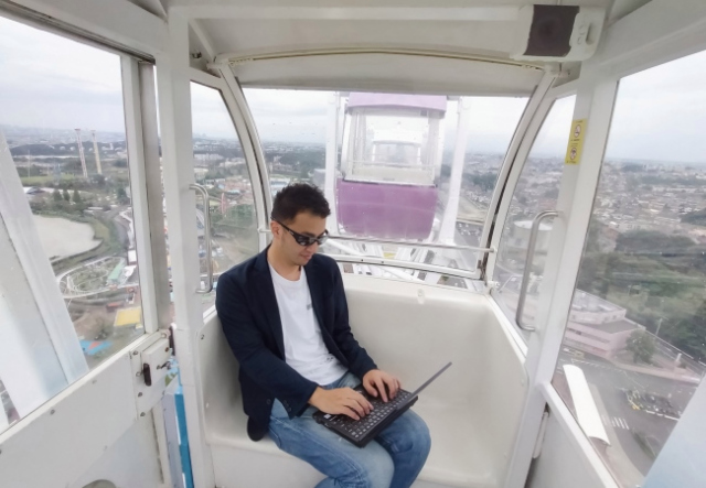 Telecommute from a ferris wheel at this Japanese amusement park