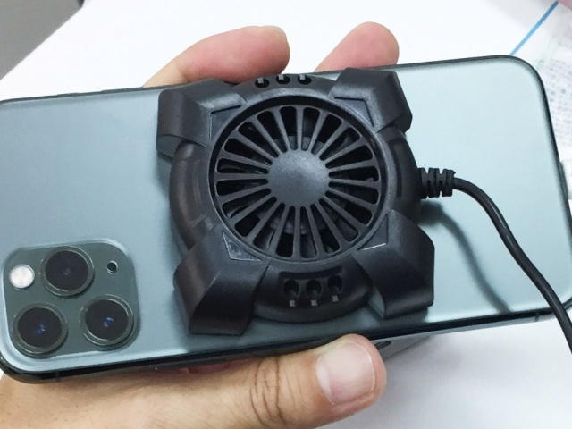 We tried a smartphone cooling fan from a 100 yen shop to see if it really works【Photos】