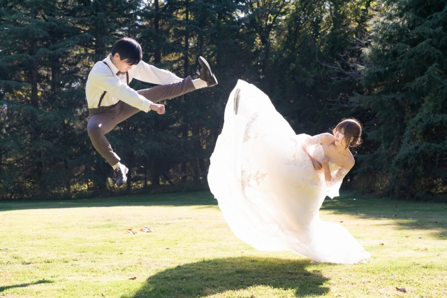 What happens when a cosplayer takes anniversary bridal photos? Hadokens and Force chokes【Pics】