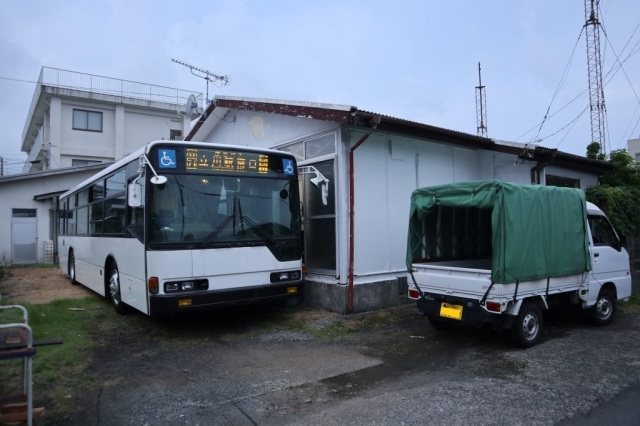Japanese rental house comes with craziest amenity ever: a full-size bus