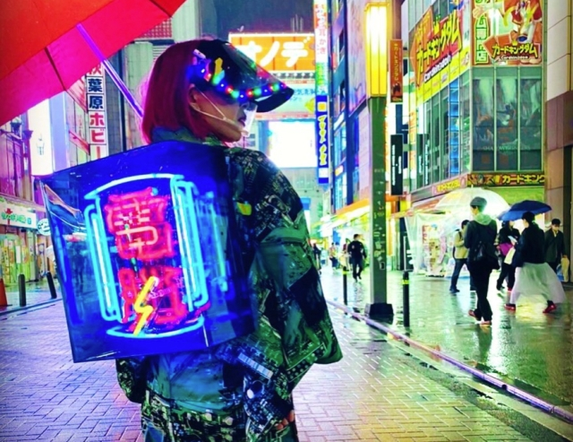 Cyberpunk kimono fashion hits the streets of Akihabara, complete with neon sign obi【Photos】