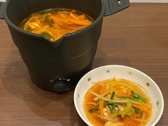 Japan's new carriable one-person hot pot maker is our newest cooking gadget obsession