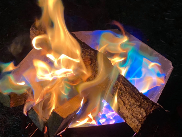 "Japanese ""Rainbow Fire"" lets you camp in style with multicolored flames!【Photos】"