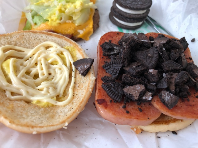 Let's try making our own Chinese McDonald's Oreo-Spam burgers!【SoraKitchen】