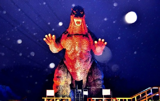 Giant Godzilla statue is part of Japanese park's Christmas illumination celebration【Photos】