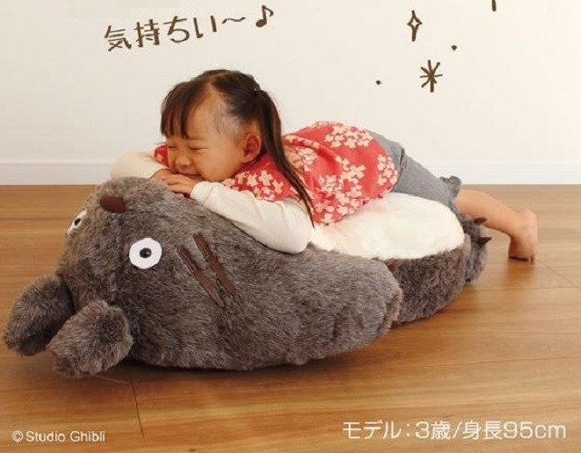Official Totoro reclining sofa makes naps on the Ghibli star's tummy a real-life option【Photos】