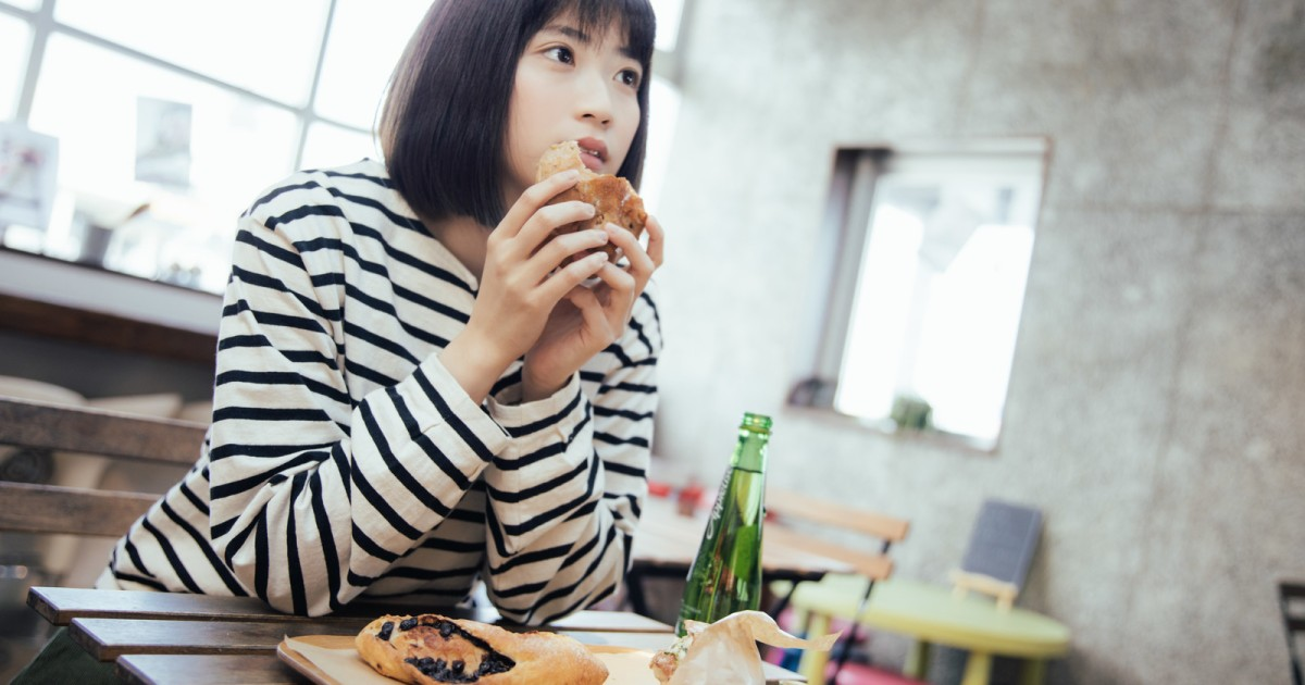Is it rude to eat when your food arrives first at a restaurant? Japanese people weigh in