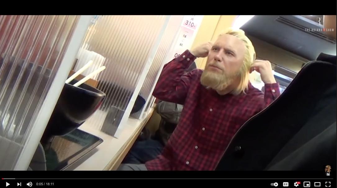 Host King Roland goes to Akihabara disguised as a foreign otaku 【Video】