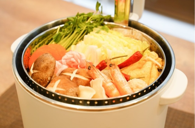 A Japanese hot pot with an elevator inside is just what we need to make it through winter【Video】