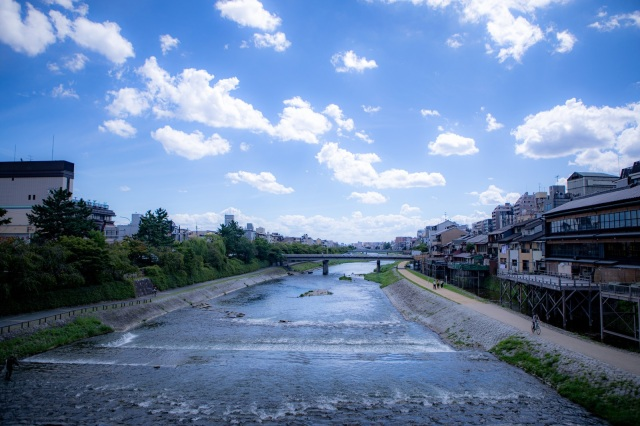 Kyoto's Kamogawa River turned blood-red, and no one knows why【Video】