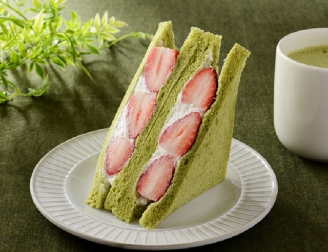Green tea strawberry dessert sandwiches: Today's reason Japanese convenience stores are awesome