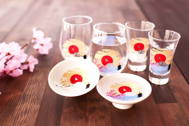 Gorgeous Japanese sakura and Mt. Fuji drinkware reacts to cold temperatures with beauty