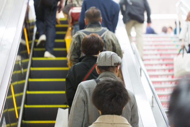 Saitama begins plans to regulate how to use escalators, prohibit walking up and down