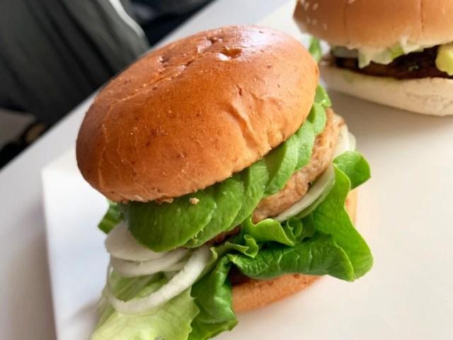 Plant-based burger battle: Burger King Japan vs. Freshness Burger【Taste test】