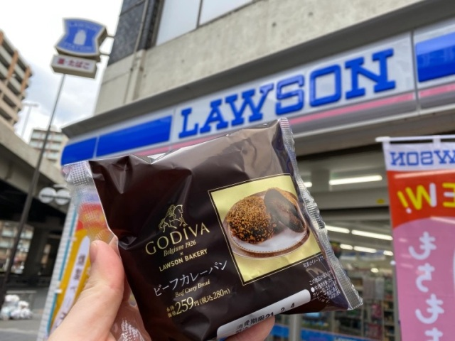 Godiva curry bread from a convenience store? Only in Japan…but should it exist at all?