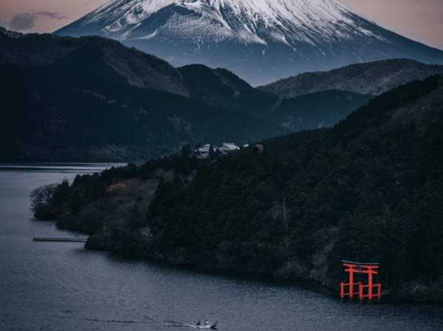 Mt Fuji photo tricks the eye by looking like a moody ink painting