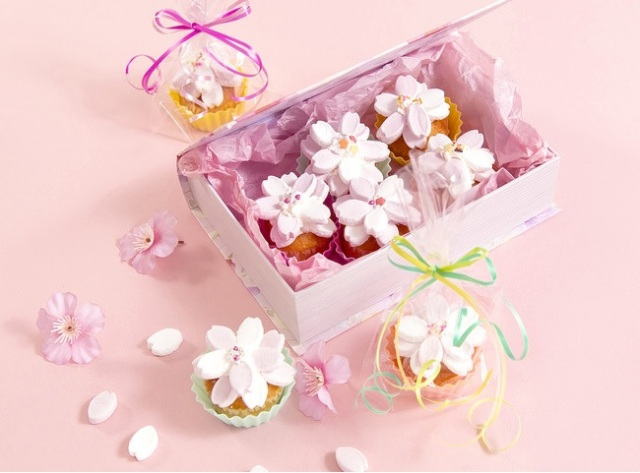 These beautiful Japanese cherry blossoms are actually beautiful Japanese marshmallows!
