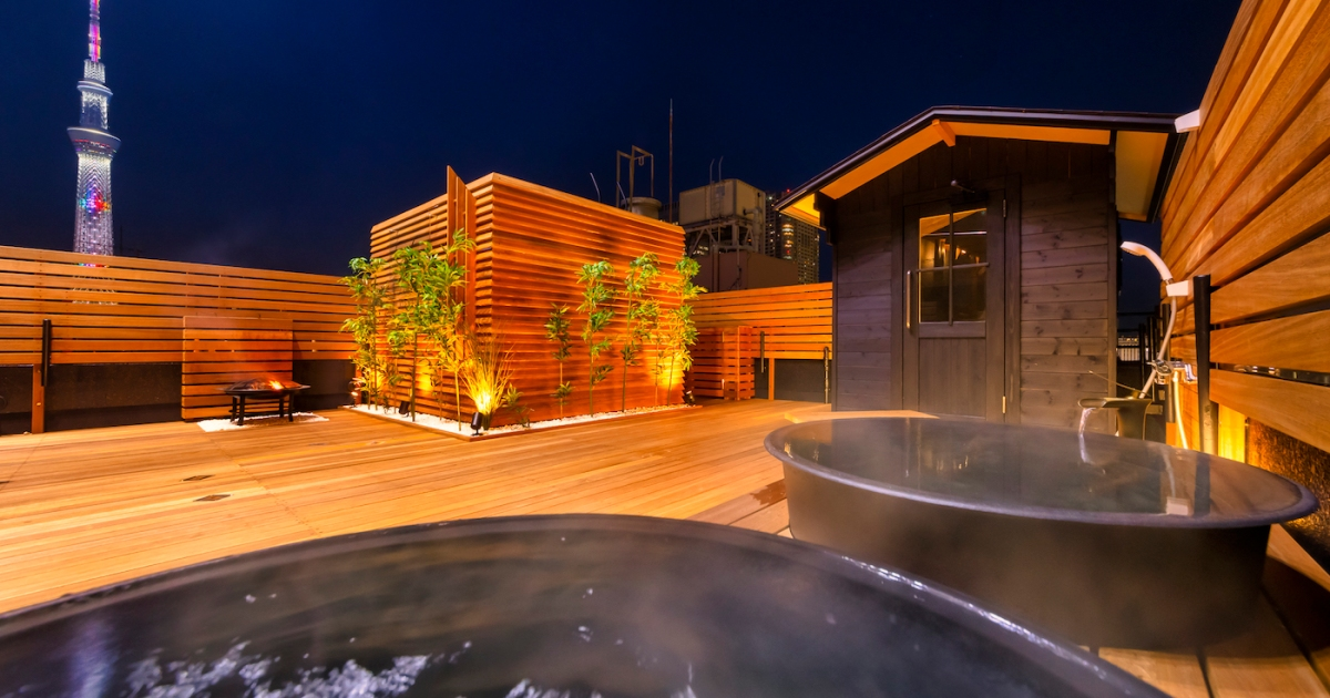 Surprise someone with an exlusive rental of a super V.I.P rooftop sauna, complete with sushi chef
