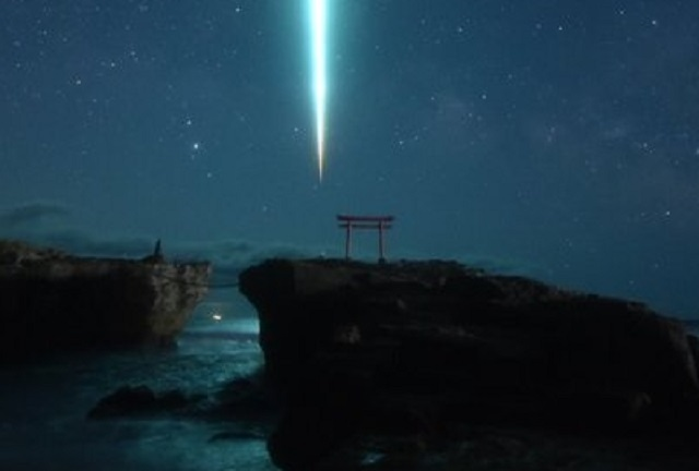 Stars align and magic happens in meteor shrine photos from Japan coast【Photos】