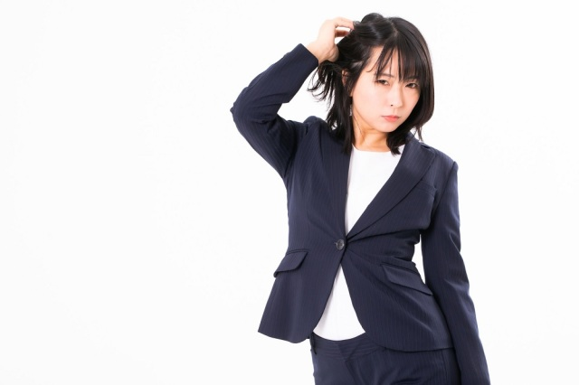 "Japanese woman reported to police for ""not looking right in a suit,"" turns out she's a crook"