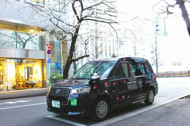 No hanami party this year? Hit multiple sights with a guided cherry blossom taxi tour instead!