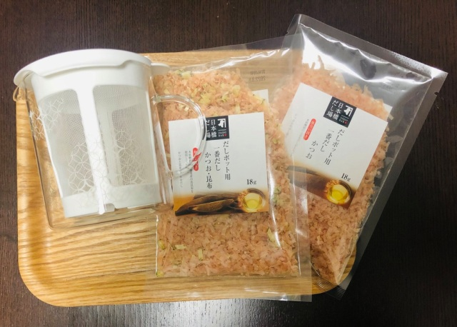 We made three kinds of hassle-free dashi soup stock using the handily microwavable Dashi Pot