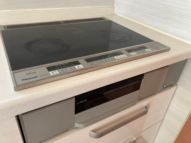 Japanese netizen moves into new apartment, gets greeted by shriveled surprise in the oven【Pics】
