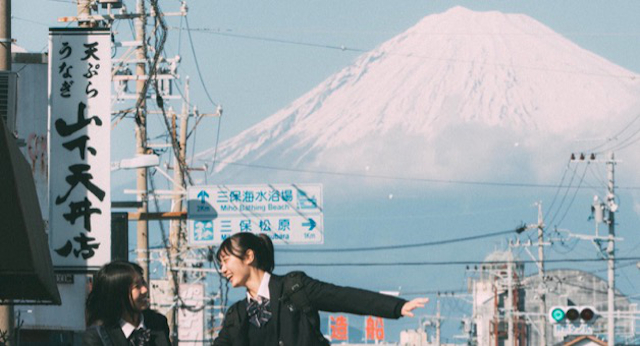 Japanese high school girls remind us of the joys of country life in heartwarming Mt Fuji photo