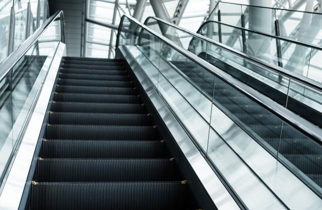 Saitama officially forbids walking up and down escalators