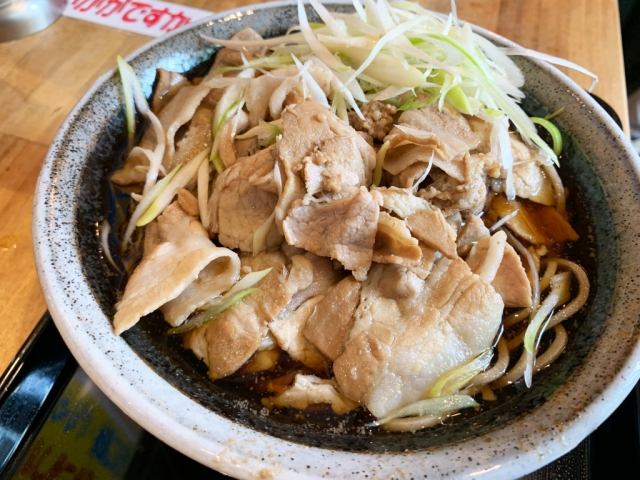 Why did this stand-and-eat soba noodle shop in Tokyo open in the middle of the pandemic?