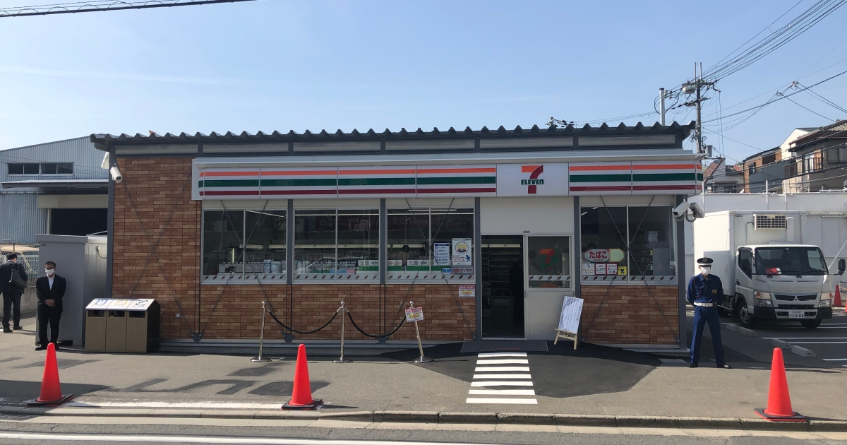 7-Eleven in parking lot of other 7-Eleven opens for business in Japan