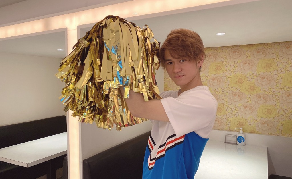 Tokyo cheerleader cafe adds male cheerleader service