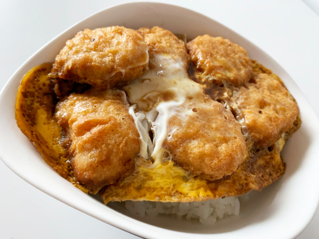 How to turn McDonald's chicken nuggets into tasty katsudon in five minutes【SoraKitchen】