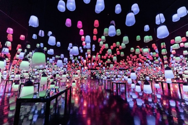 Japanese hotel's amazingly beautiful lobby is interactive art that changes with the seasons【Pics】