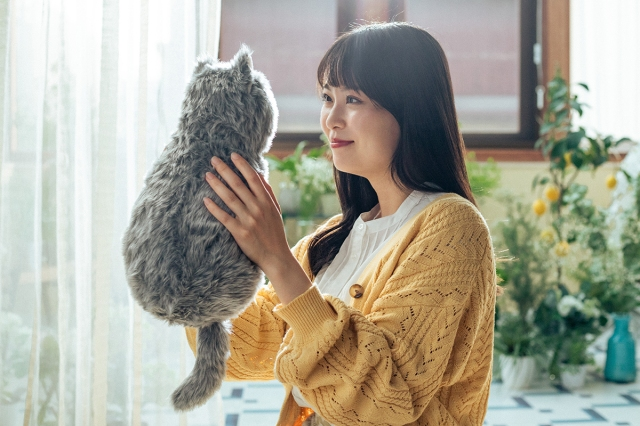 Can't have a pet in your home? This purring cat cushion is the purr-fect substitute