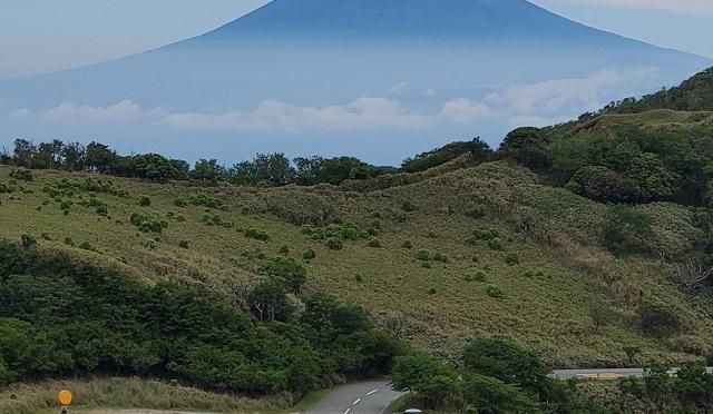 Amazing photos show Mt. Fuji looking just like an ukiyo-e woodblock painting