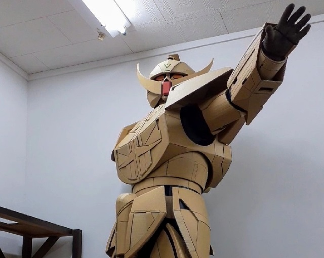 Cardboard cosplayer makes amazing costumes of famous anime mecha…and star of Lethal Weapon?!?