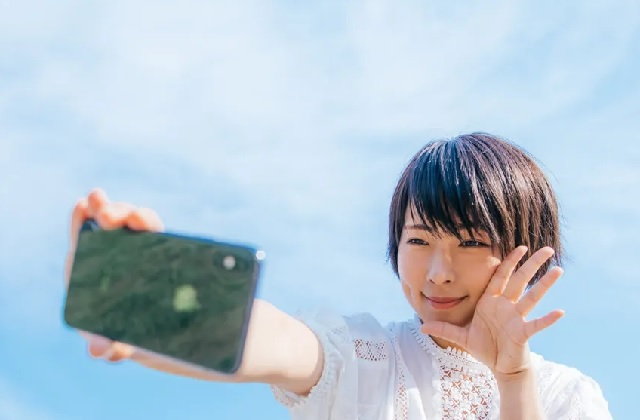 Anti-selfie tech? Japanese government pleads with cellphone carriers to curb inappropriate photos