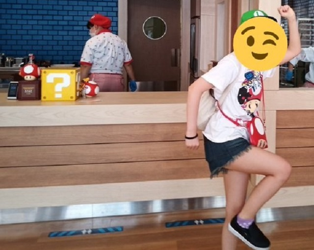 Super Universal Studios Japan employee gives Super Mario fan's photo an awesomeness power-up