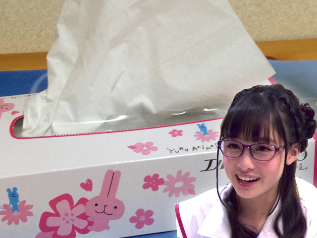 Kanna Hashimoto wins Guinness World Record for getting tissues really fast