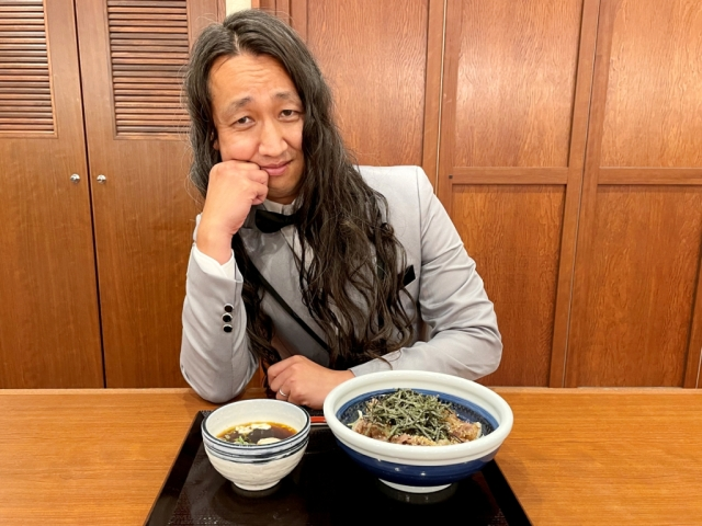 Our reporter transforms into a fancy celebrity to sample the fanciest udon at Marugame Seimen