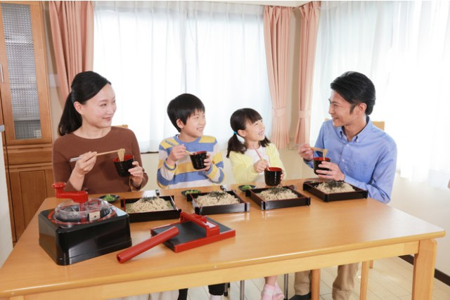Become a noodle expert with Takara Tomy's new Soba-Making Master and free online cooking lesson