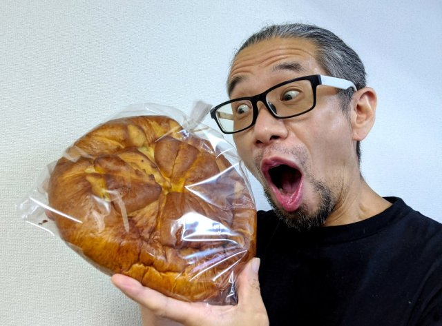 Mr. Sato falls for the biggest egg sandwich he's ever seen…but what does it look like inside?