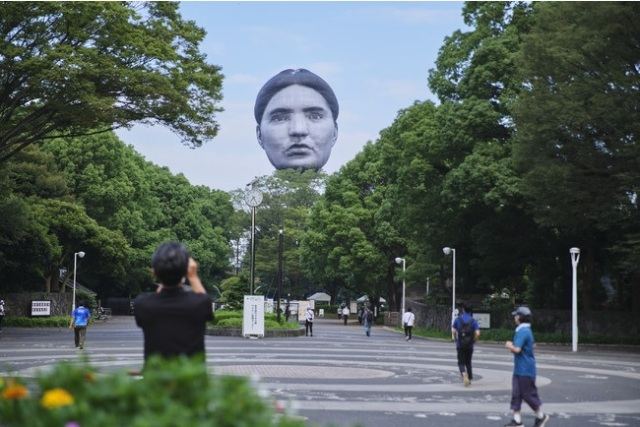 Giant floating head appears in the sky above downtown Tokyo【Video】