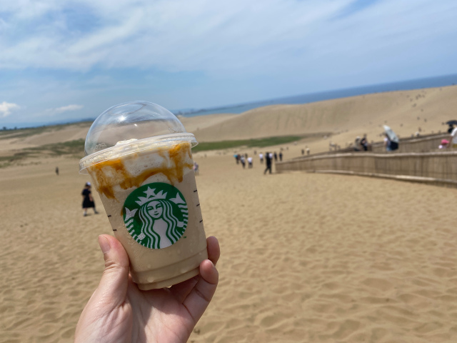 We try Starbucks Japan's new sand dunes Frappuccino in Tottori